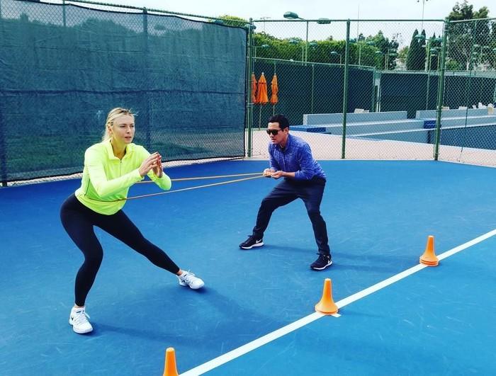 Dalam olahraga tenis hampir semua bagian otot perlu dilatih, mulai dari lengan hingga kaki. (Instagram/mariasharapova)