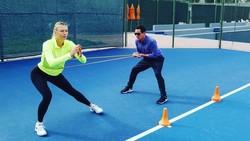Petenis cantik asal Russia Maria Sharapova sempat terkena kasus doping pada tahun 2016. Begini cara Maria Sharapova menjaga bentuk tubuhnya agar kembali fit.