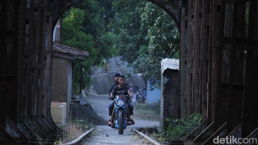 Cerita Warga Kuasai Jalur KA Bandung-Ciwidey yang Lama Mati