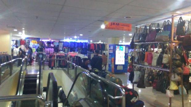 Barang-barang lain yang dijual di Pasar Baru lantai 4