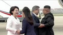 Mesranya Moon Jae-In Berpelukan dengan Kim Jong Un