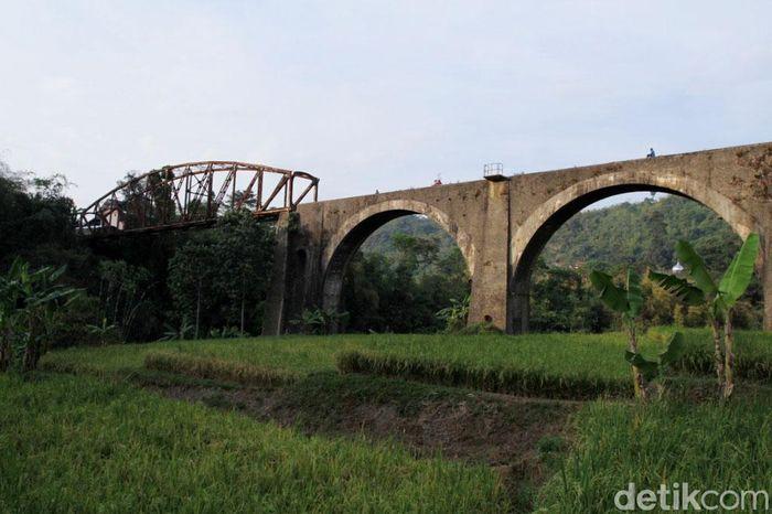 Jembatan kereta api yang berada Kampung Babakan Sasak, Desa Sukajadi, Kecamatan Soreang, Kabupaten kondisinya sudah berkarat.