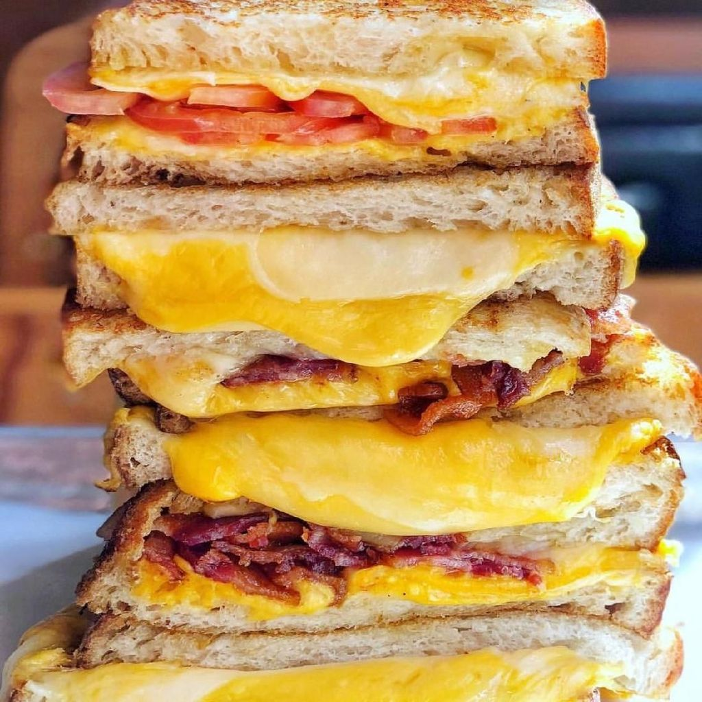 Bagaimana Kalau Pagi Ini Sarapan Cheese Sandwich yang Gurih Lumer?