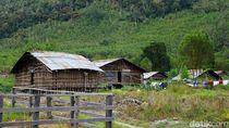 Menginap di Rumah Kaki Seribu di Pedalaman Papua Barat