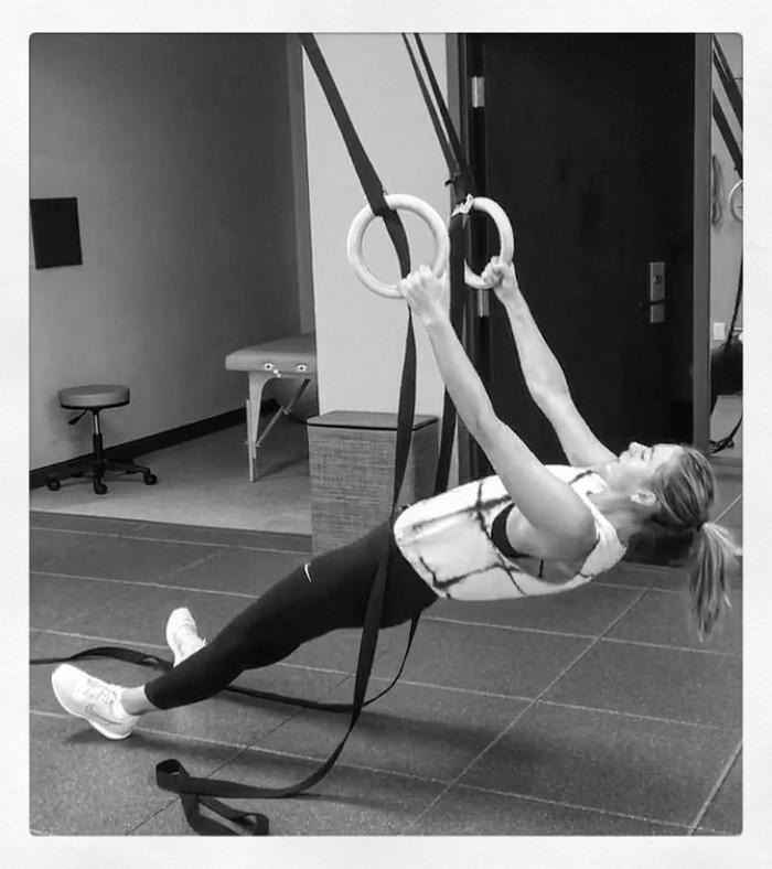 Selain angkat besi, Maria Sharapova juga mengikuti olahraga atletik untuk menguatkan tangannya. (Instagram/mariasharapova)