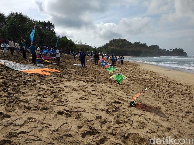 Malang Beach Festival 2018 diadakan di Pantai Nganteb dan Balekambang, Ungapan serta pantai lainnya. Festival berlangsung sampai akhir bulan September. (Muhammad Aminudin/detikTravel)
