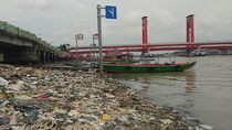 Sampah di Bawah Jembatan Ampera, Denda Rp 50 Juta Tak Efektif
