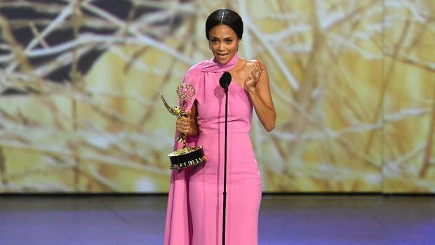 Tak Ada Kejutan, Emmy Awards Jadi Ajang Glenn Weiss Melamar Pacar