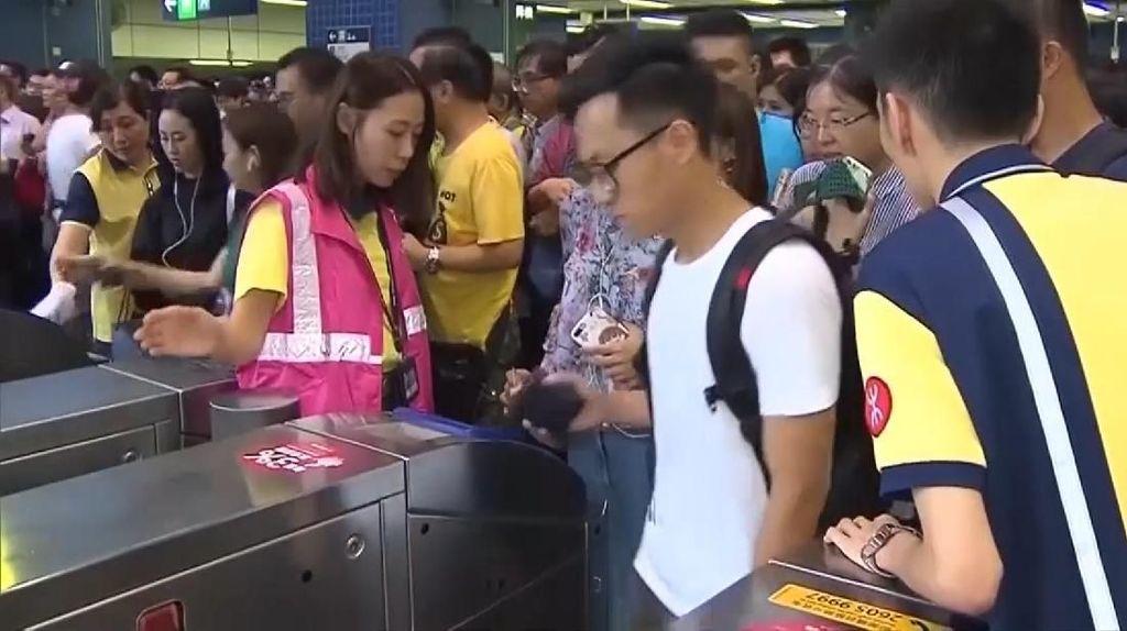 Kekacauan di Kereta Bawah Tanah Hong Kong