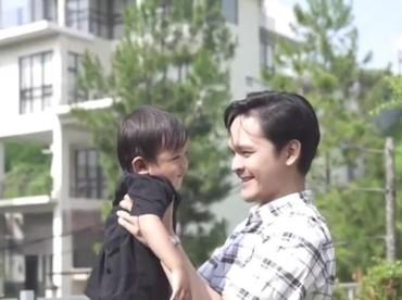 Happy-nya si kecil ketika digendong Om Dito. (Foto: Instagram@ananditodwis)