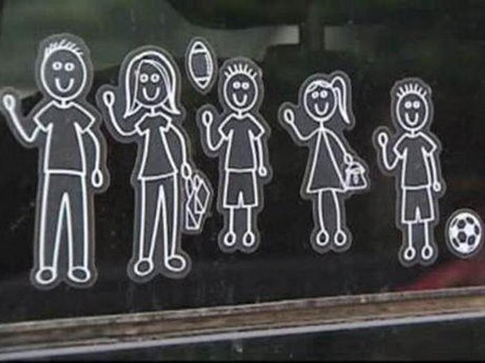 Stiker anggota keluarga di mobil