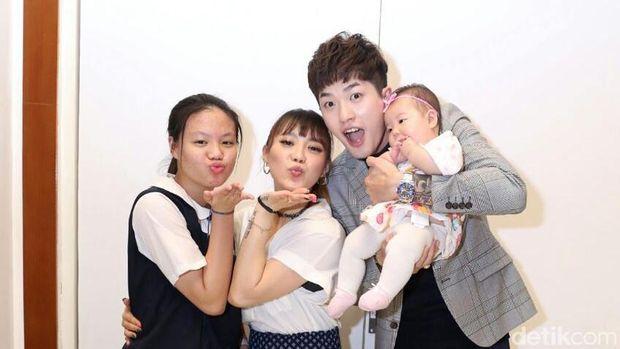 Lee Jeong Hoon dan keluarga di RS Brawijaya.