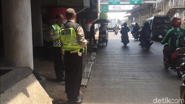 Pelat Nomor Penabrak Anggota Densus 88 di Jaktim Tak Jelas di CCTV