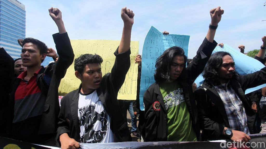 Mahasiswa Tuntut Rektor ISTN ke DPR