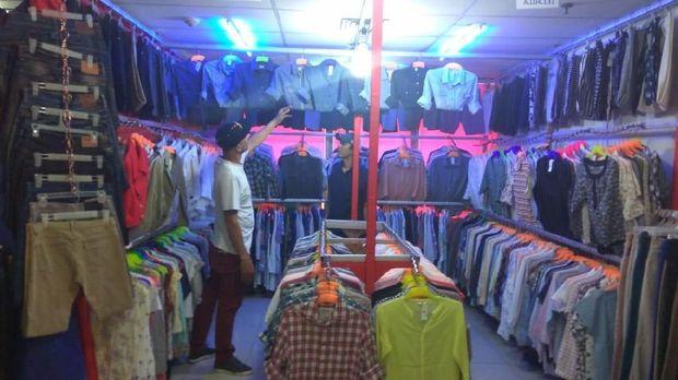 Salah satu toko yang menjual kemeja