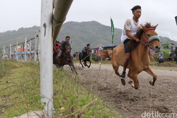 Lomba pacuan kuda digelar di Lapangan Pacu, Blang Bebangka, Kecamatan Pegasing, Takengon, Kabupaten Aceh Tengah. Kegiatan ini berlangsung sepekan yaitu 17-23 September mendatang (dok Disbudpar Aceh)