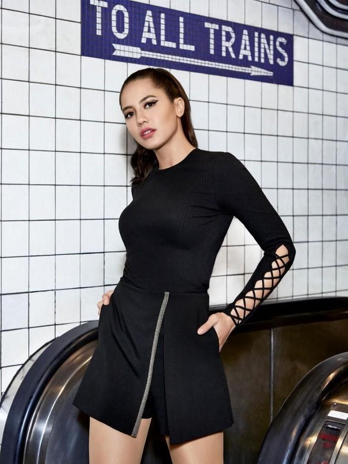 Pevita Peace adalah aktris terkenal Indonesia yang lahir pada 6 Oktober 1992. Salah satu judul film yang dibintanginya adalah 5 cm. (Instagram/pevpearce)