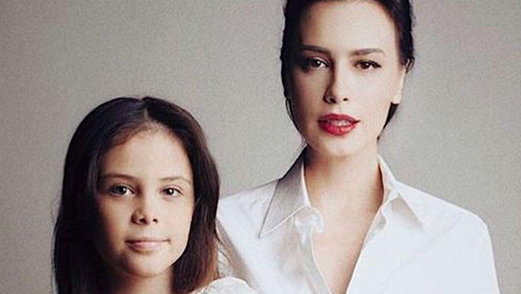 10 Potret Si Cantik Manuella, Fotokopian Sophia Latjuba