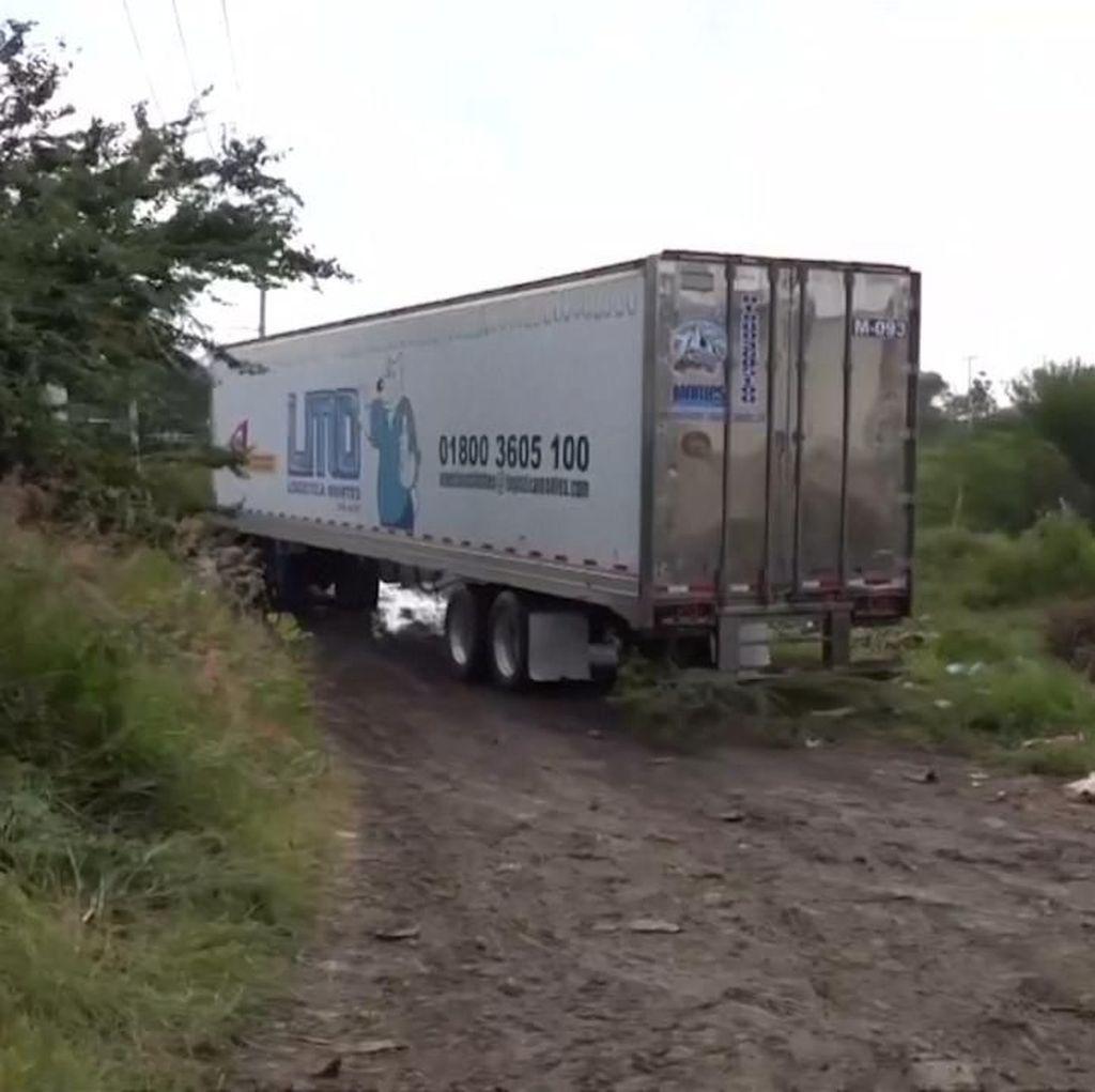 Bau Menyengat Truk Berisi 157 Mayat di Dekat Permukiman Meksiko