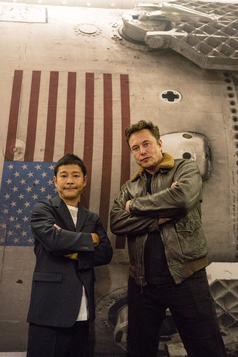 Inilah Yusaku Maezawa, turis pertama di dunia yang akan pelesiran ke bulan. Pria berkebangsaan Jepang ini akan terbang dengan roket Space-X milik Elon Musk (Instagram/@yusaku2020)