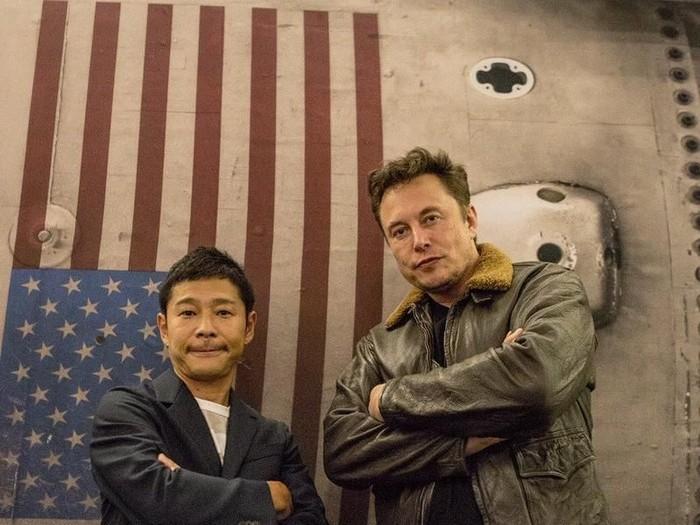 Yusaku Maezawa bersama Elon Musk. Foto: Instagram/yusaku2020
