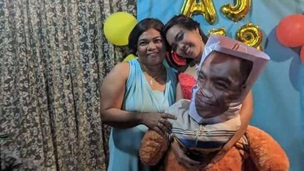 Viral Wanita Dansa dengan Boneka Saat Ulang Tahun, Alasannya Bikin Nangis