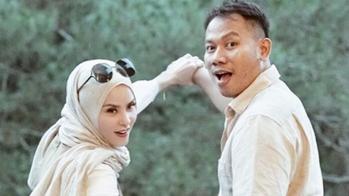 Ada beberapa permasalahan yang kerap mampir di awal pernikahan. Foto: Dok. Instagram/angellelga