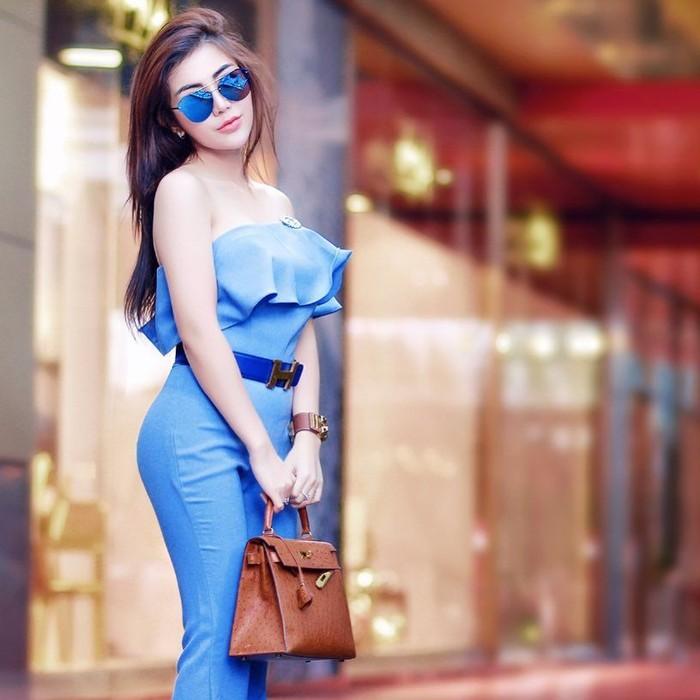 Wanita yang juga berprofesi sebagai desainer dan pengusaha kuliner ini dikenal punya tubuh yang ramping dan seksi. (Foto: Instagram/bellashofie5292)