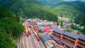 Cantiknya Jalur Kereta Tertinggi di Asia Ini
