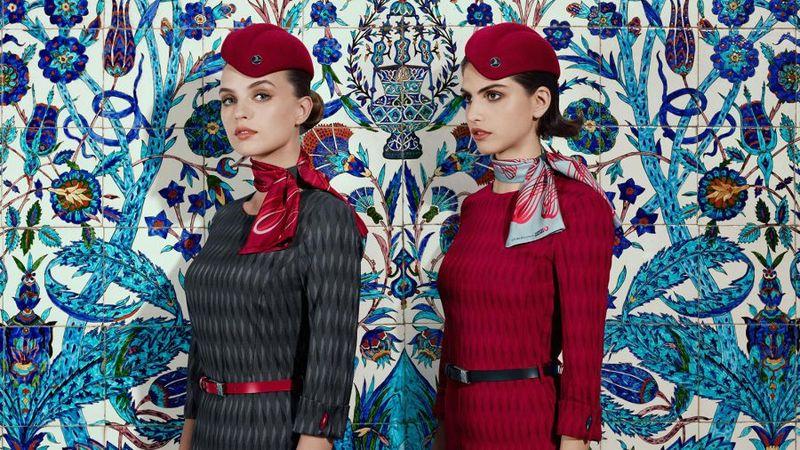 Paduan warna merah dan abu-abu menjadi ciri seragam terbaru pramugari Tukish Airlines (Turkish Airlines)