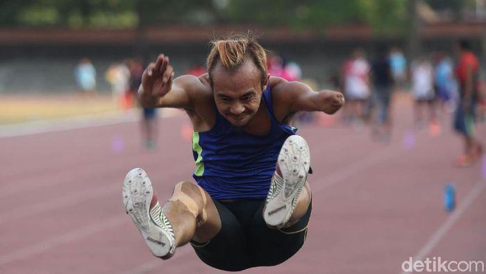 Atlet Para Games di nomor lompat jauh (Agung Pambudhy/detikSport)