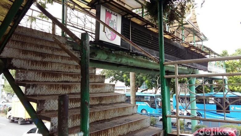Kisah JPO Karatan di Pekanbaru yang Makan Korban Jiwa
