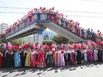 Meriahnya Warga Korea Utara Sambut Pertemuan Diplomatik Korut-Korsel