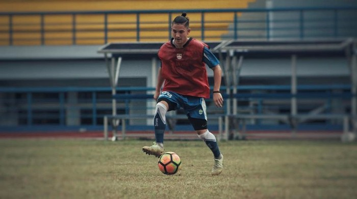 Kim Jeffrey Kurniawan, merupakan adik dari Jennifer Bachdim yang merupakan pesepakbola asal Indonesia yang bermain untuk tim Persib. Foto: Instagram/kimkurniawan