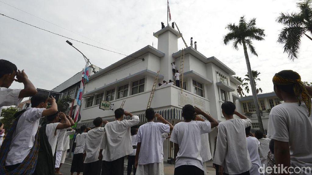 Ribuan Warga Surabaya Peringati Peristiwa Perobekan Bendera Belanda
