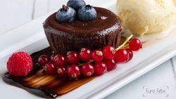 Sore Ini Enaknya Ngemil Choco Lava Cake yang Lumer Legit