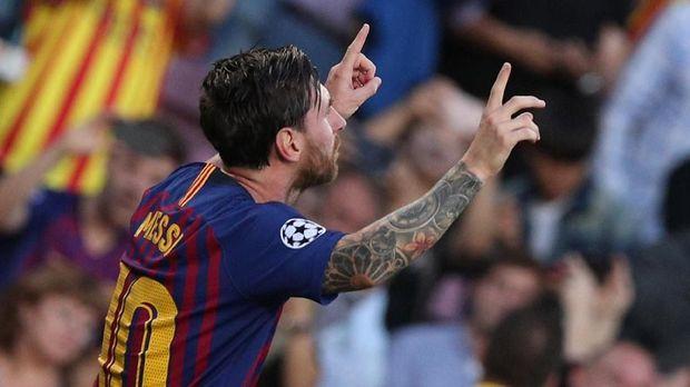 Lionel Messi mencetak gol pertama lewat tendangan bebas.