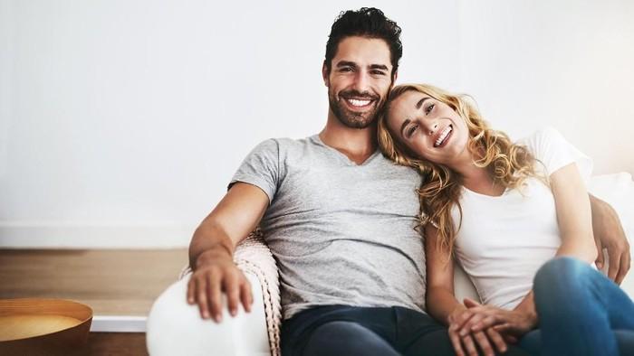 Membayangkan wajah pasangan bisa meringankan stres. Foto: Istock