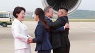 Foto: Pelukan Hangat Kim Jong Un dan Presiden Korsel