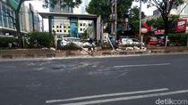 TKP Mobil Brimob Terguling di Jalan Margonda