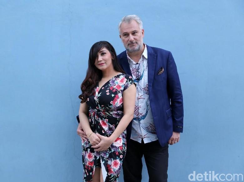 Foto: Baby Margaretha dan suami (Ismail/detikFoto)