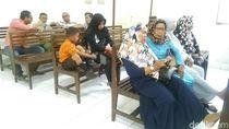 Luapan Emosi Jemaah Abu Tours di Persidangan