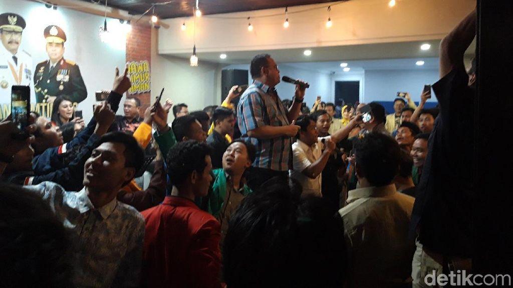 Gaya Kapolda Jatim Saat Asyik Bernyanyi, Penonton Sibuk Berswafoto