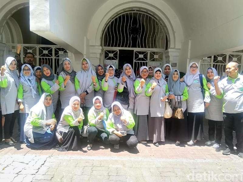 Datangi Pengadilan, Jemaah Abu Tours: Bakar Hamzah Mamba!