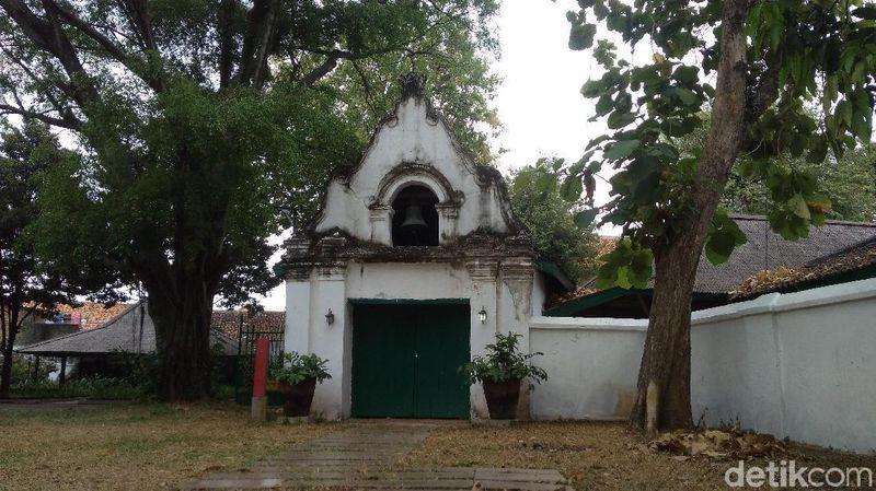 Gubernur Jenderal Inggris Thomas Stamford Raffles yang memerintahkan ekspedisi penemuan Rafflesia arnoldii, pernah berkunjung ke Keraton Kanoman di Cirebon. (Sudirman Wamad/detikTravel)
