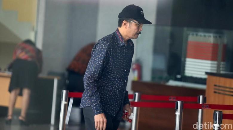 Bertopi Hitam, Ketua DPRD Tulungagung Diperiksa KPK
