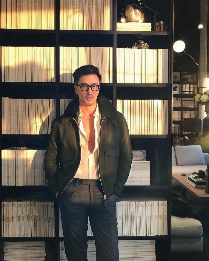 Chuando Tan lahir tahun 1966, di usianya yang sudah berkepala lima. Chuando tampil seperti pria berusia 25 tahun. Hidup sehat jadi salah satu rahasia awet mudanya. Foto: Instagram @chuando_chuandoandfrey
