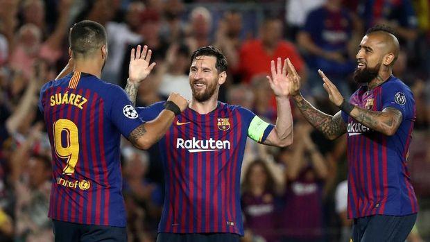 Hattrick Lionel Messi membantu Barcelona menang telak di laga lawan PSV Eindhoven.
