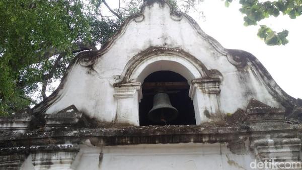 Raflles meninggalkan 3 benda kuno di Keraton Kanoman Cirebon salah satunya lonceng. Ketiga benda kuno peninggalan Raflles tersebut masih dirawat oleh Keraton Kanoman. (Sudirman Wamad/detikTravel)
