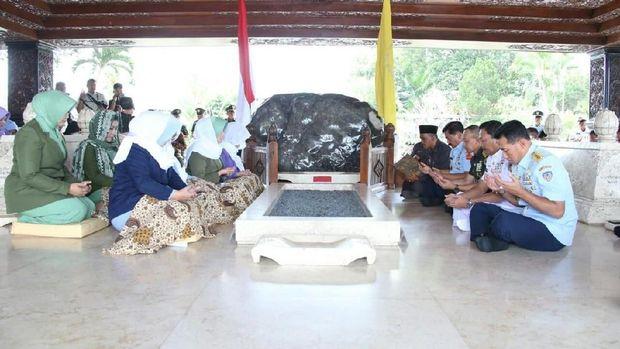 Ziarahi Sukarno, Soeharto, Gus Dur, TNI Ingin Kenang Sejarah